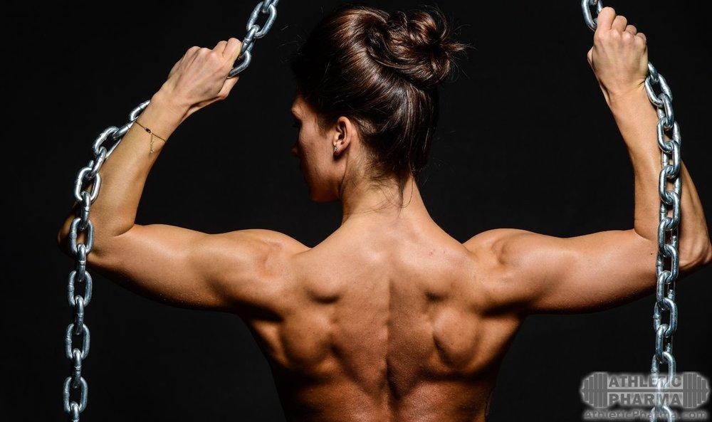 Мышцы на спине у бодибилдерши